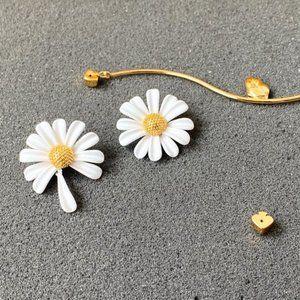 Kate Spade Asymmetric Daisy Flower Earrings